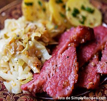 """Un clásico en San Patricio para acompañar tus cervezas: """"Corned Beef and Cabbage"""""""