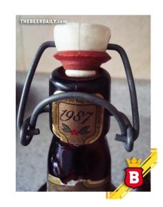 Un cuello de una botella de esta cerveza, edición 1987, que encuentran en MercadoLibre