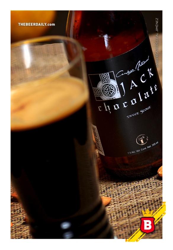 Aunque de una oscurísima apariencia, esta Jack Chocolate no es tan agresiva al paladar.