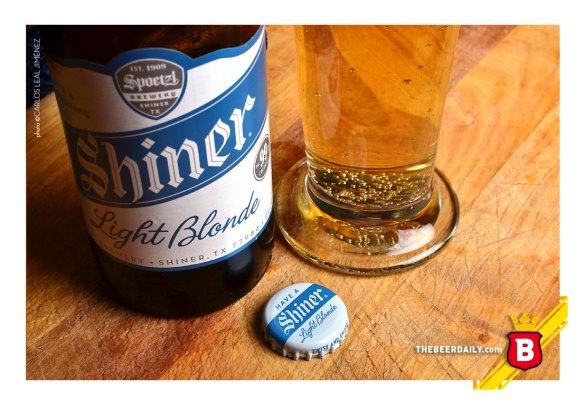 De un dorado intenso, esta ligera pero rico cerveza texana, para bajarle a las calorías.