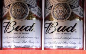 """La Budweiser de Anheuser Busch, se vende bajo el nombre """"Bud"""" en Europa."""