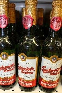 Así se vende en Europa esta cerveza, como Budweiser