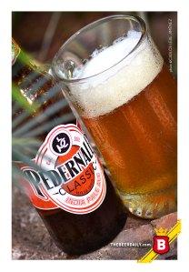De color cobrizo, esta IPA texana, elaborada por la Pedernales Brewing Co.