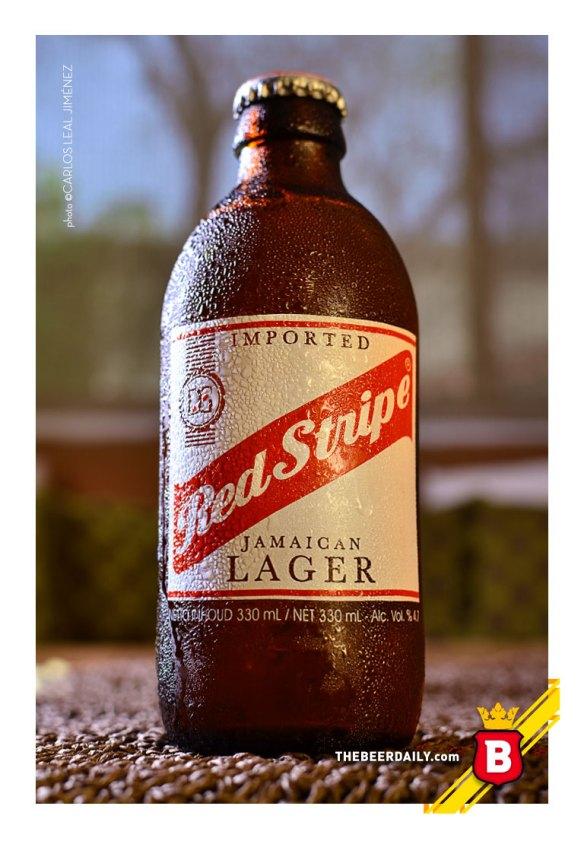 La clásica botella sin cuello de la jamaiquina Red Stripe