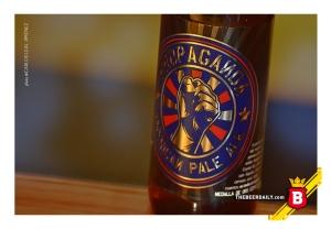 Una etiqueta poco funcional, para una cerveza muy buena.
