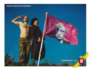 La bandera con Vladimir Putin ya maquillado