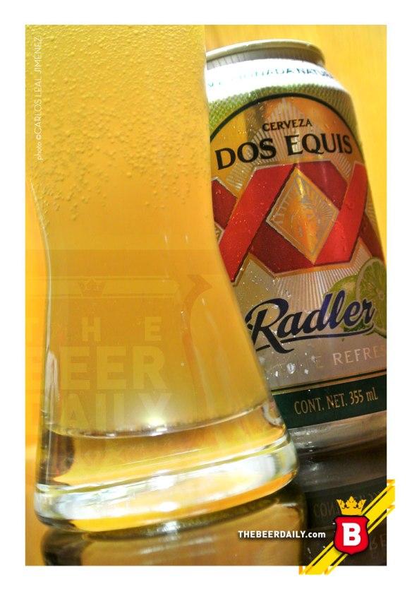 """Esta es la Dos Equis Radler, con una apariencia más """"lechosa"""" que una cerveza normal."""